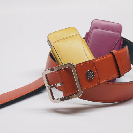 Hand-colouring-patina-leather-belt-leather-iPhone-case-made-to-order-MTO-Dominique-Saint-Paul-Saigon-Ho-Chi-Minh-City-Vietnam