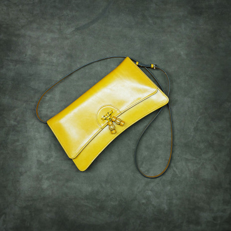 Dominique-Saint-Paul-yellow-ladies-bag-linh-ladies-bag-full-leather-patina-hand-colouring